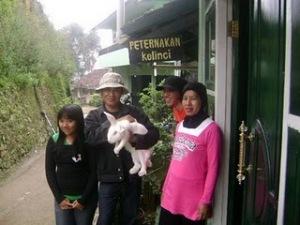Asep Sutisna bersama keluarga